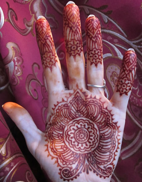 Henna tattoos enrapturing entertainment for Henna body tattoo
